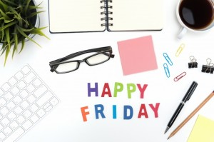 office-desk-table-with-happy-friday-word_1357-122