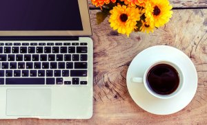 writer jobs canada coffee desk image